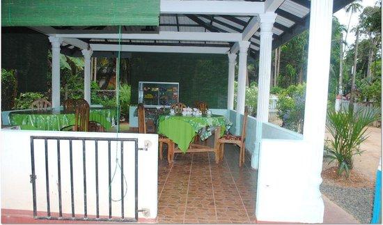 Dimuthu Tour Inn : Restaurant