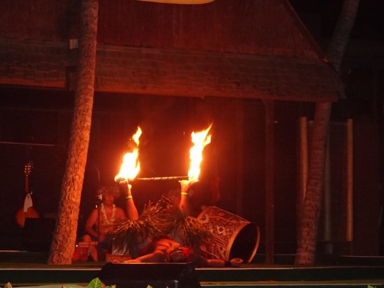 Germaine's Luau : Holding flames up with his feet