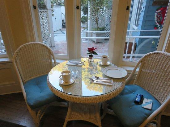 Channel Road Inn - A Four Sisters Inn: 朝食を頂いた席