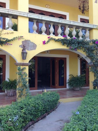 El Encanto Inn: The pool side room we had