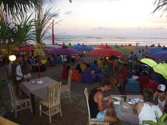 Puri Saron Seminyak : As the sun sets - beach at front of hotel.