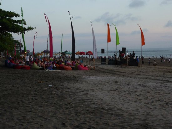 Puri Saron Seminyak : Live music on the beach at the bars