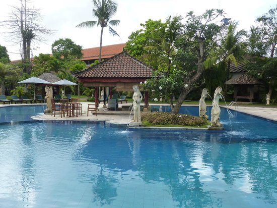 Puri Saron Seminyak : Nice pool - good size, varying depths.
