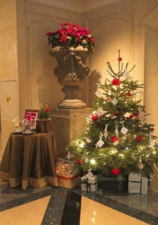 Four Seasons Hotel Prague: Christmas Decoration