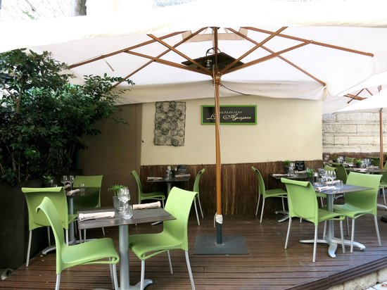 Les Agapes : Tables in the patio outside