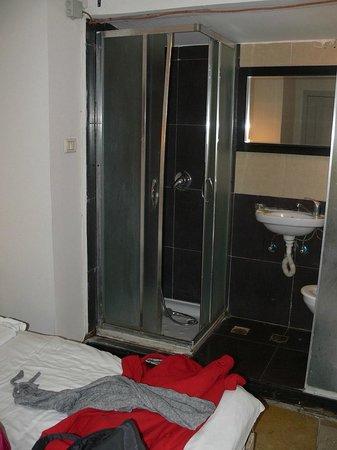 The Ophir Hotel: bagno nella camera