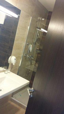 Park Inn Hotel Prague: barthroom
