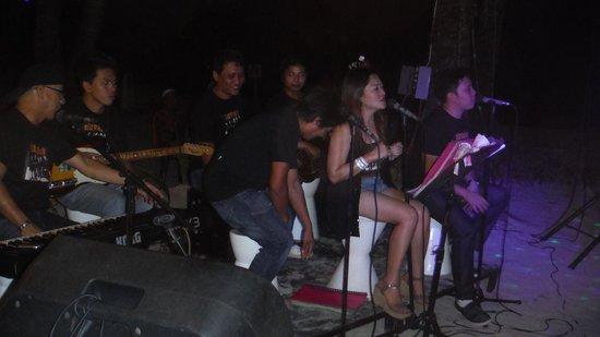 Astoria Boracay: banda al buffet serale