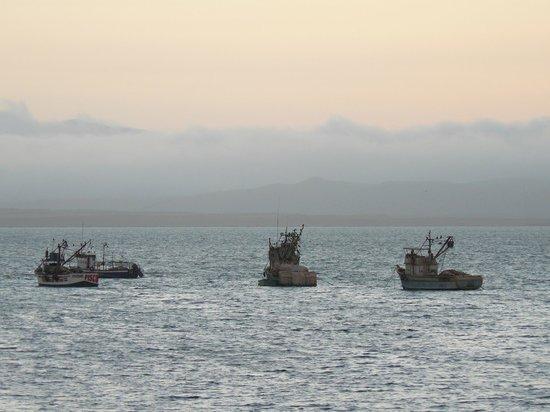 San Agustin Paracas: barcos atracados enfrente del hotel