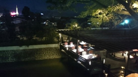 Hotel Amazing Nyaung Shwe : View of the restaurant from the balcony