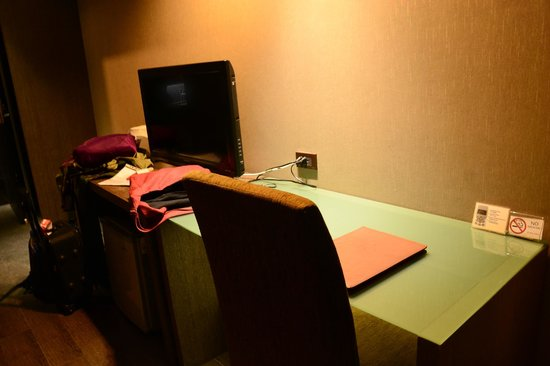 Bangkok City Hotel : Office table