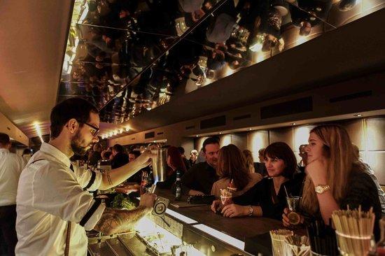 """Bar Am Lutzowplatz: Wir lieben es mit Feuer zu """"spielen"""""""
