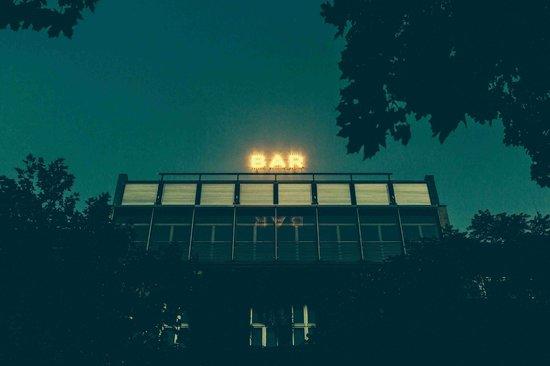 Bar Am Lutzowplatz: Außenbeleuchtung