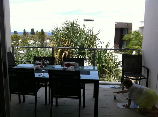 Element on Coolum Beach : Our Christmas day lunch from Balcony, Pool below Ocean out front.(8 year old water painting as w