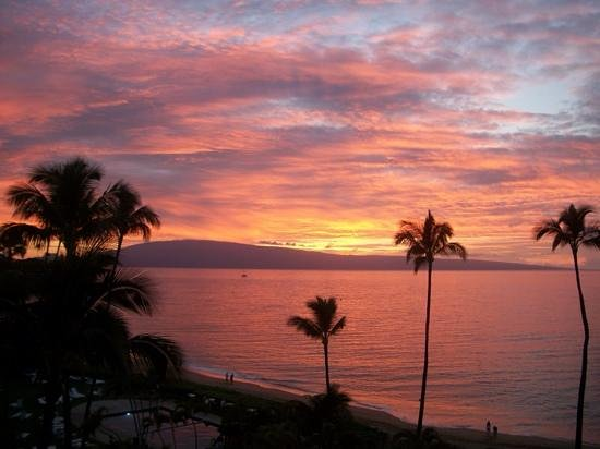 Royal Lahaina Resort: sunset view from our balcony.