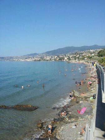 Hotel Ariston Montecarlo : Spiaggia a circa 1 km ... meravigliosa