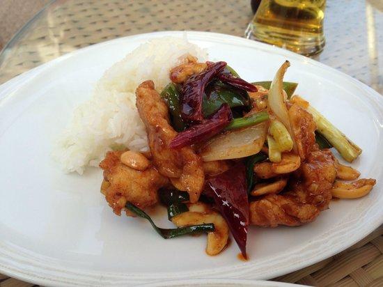 Sheraton Hua Hin Resort & Spa: Luna Lanai beach bar: chicken cashewnut. Amazing