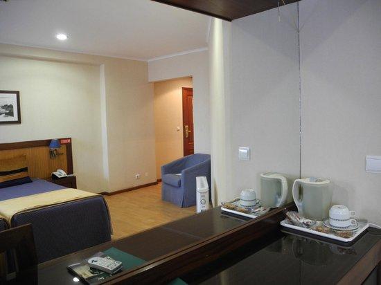 Hotel Aveiro Center: Номер с чайником