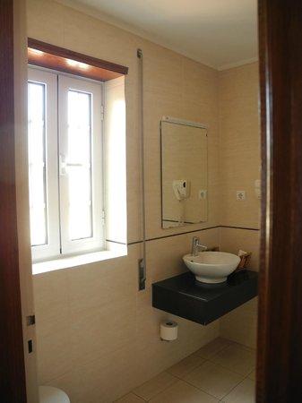 Hotel Aveiro Center: Ванная комната