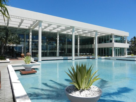 Sheraton Grand Mirage Resort, Gold Coast: Main building looking from pool