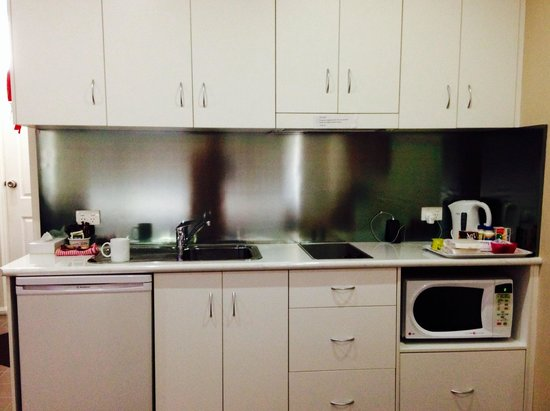 Merivale Motel: Well-appointed kitchenette