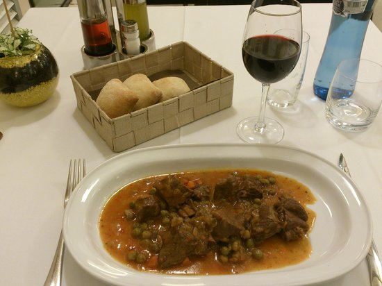 Class Valls: A kind of Catalan calf stew - The second course of the dinner menu