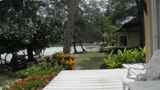 Coconut Beach Resort: very close to water edge