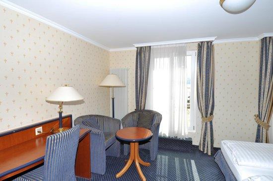 Hotel Ristorante Stella del Lago: Sitzecke der Superior Doppelzimmer mit Seesicht