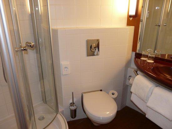 Star Inn Hotel Budapest Centrum, by Comfort: Badezimmer