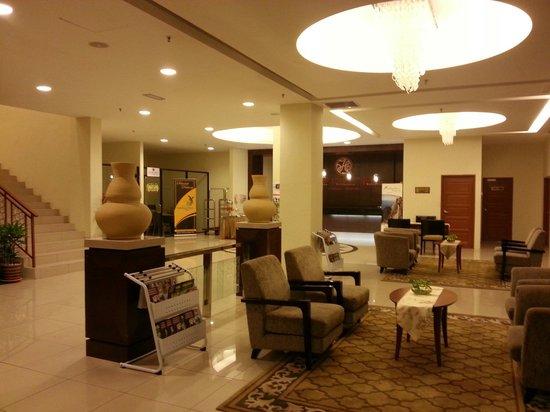 Grand Puteri Hotel: Lobby & reception
