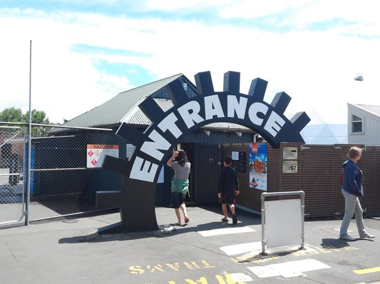 Museum of Transport and Technology : entrance