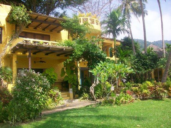 Phra Nang Lanta: looking back at hotel from the beach