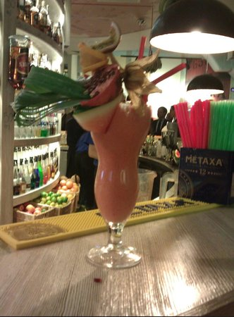 Coctail Bar Max & Dom Whisky: Watermelon + strawberry drink