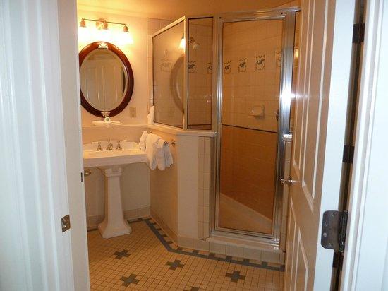 Disney's Beach Club Resort: One of the bathrooms