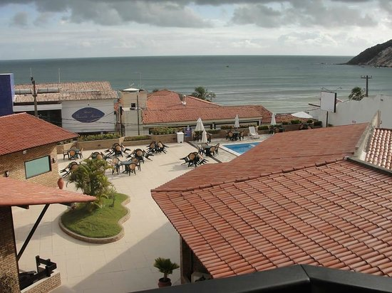 SESC Enseada Praia Hotel: Área da Piscina e restaurante visto pelo apartamento