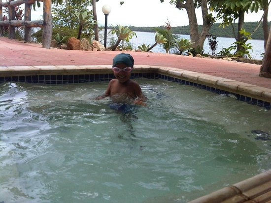 Lake Kariba, Zambia: Enjoying pool side