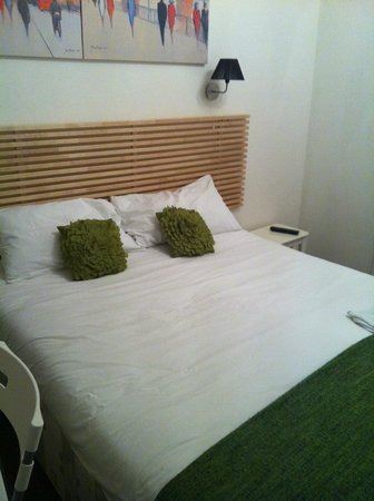 Dockside Hotel: The bed