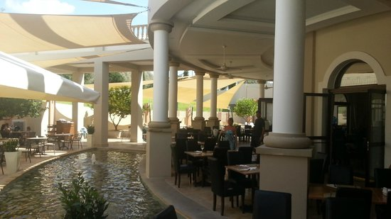 Aliathon Holiday Village: Salle à manger extérieure