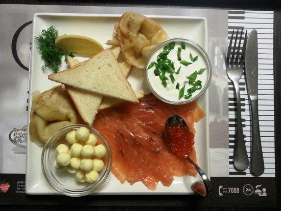 Bakkara Art-Hotel : Room service - 25 гривен за доставку в номер