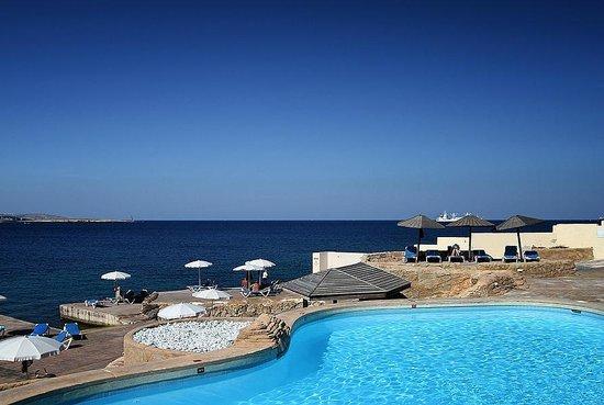 Dolmen Resort Hotel: Pool/Beach area