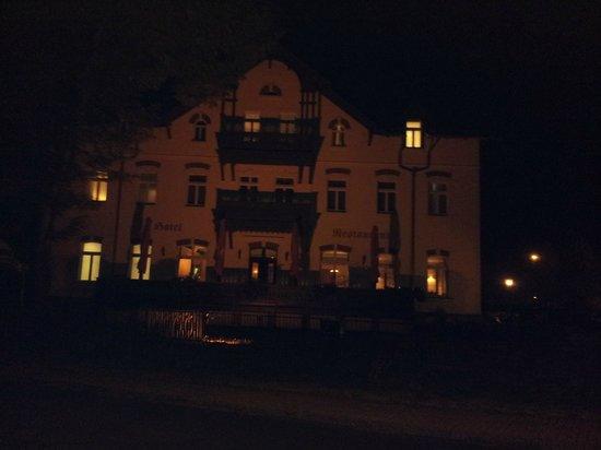 Historische Spitzgrundmühle bei Nacht