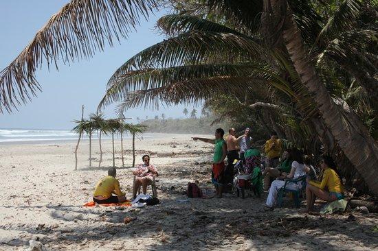 Shaka Beach Retreat: Beach where we did surfing lessons