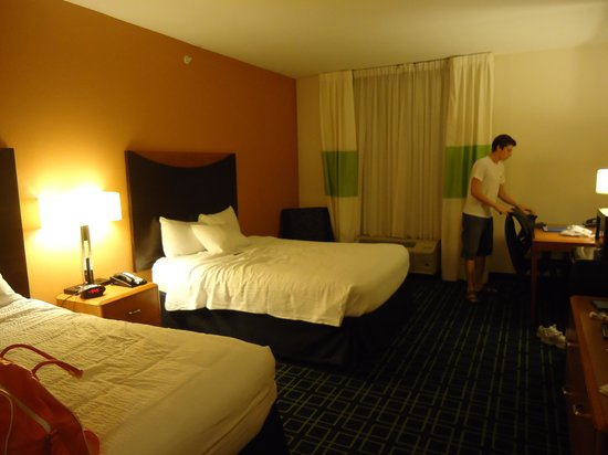 Fairfield Inn & Suites Orlando at SeaWorld® : Quarto do hotel