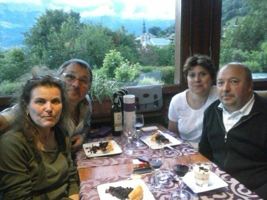 Hotel Liberty Mont Blanc: Nous 4 pris en photo par Frédéric le patron : merci !