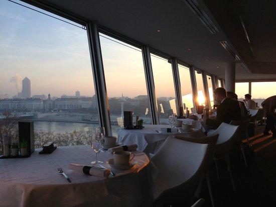 Sofitel Lyon Bellecour : Lever de soleil depuis le restaurant Panoramique