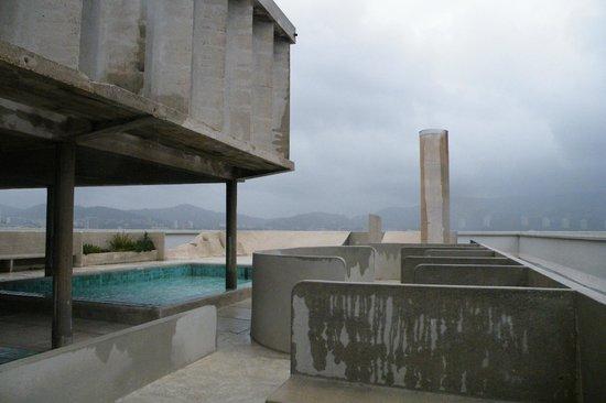 toit terrasse avec piscine pateaugoire - Picture of Cite Radieuse ...