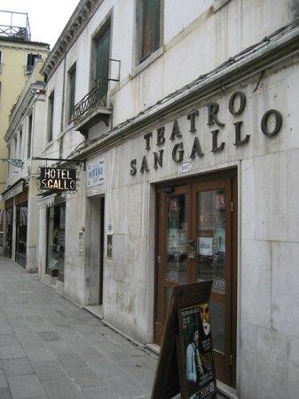 Hotel San Gallo : Eingnangbereich des Hotels am Campo San Gallo