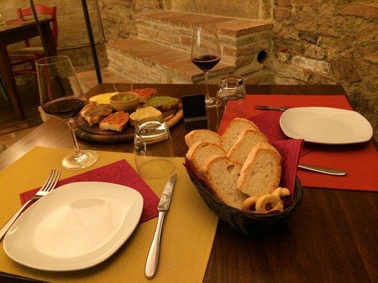 La Bottega del Nobile: crostini misti