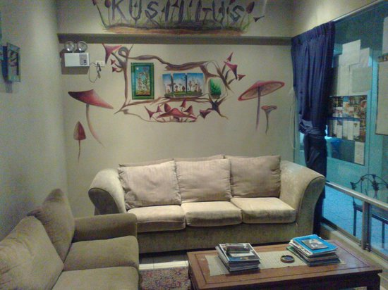 K'usillu's Hostel Backpackers: Living area near the reception