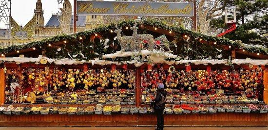 Pension Aviano: Christkindlmarkt vor dem Rathaus